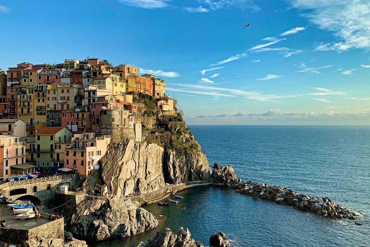 Manarola Above the waves (code 011)
