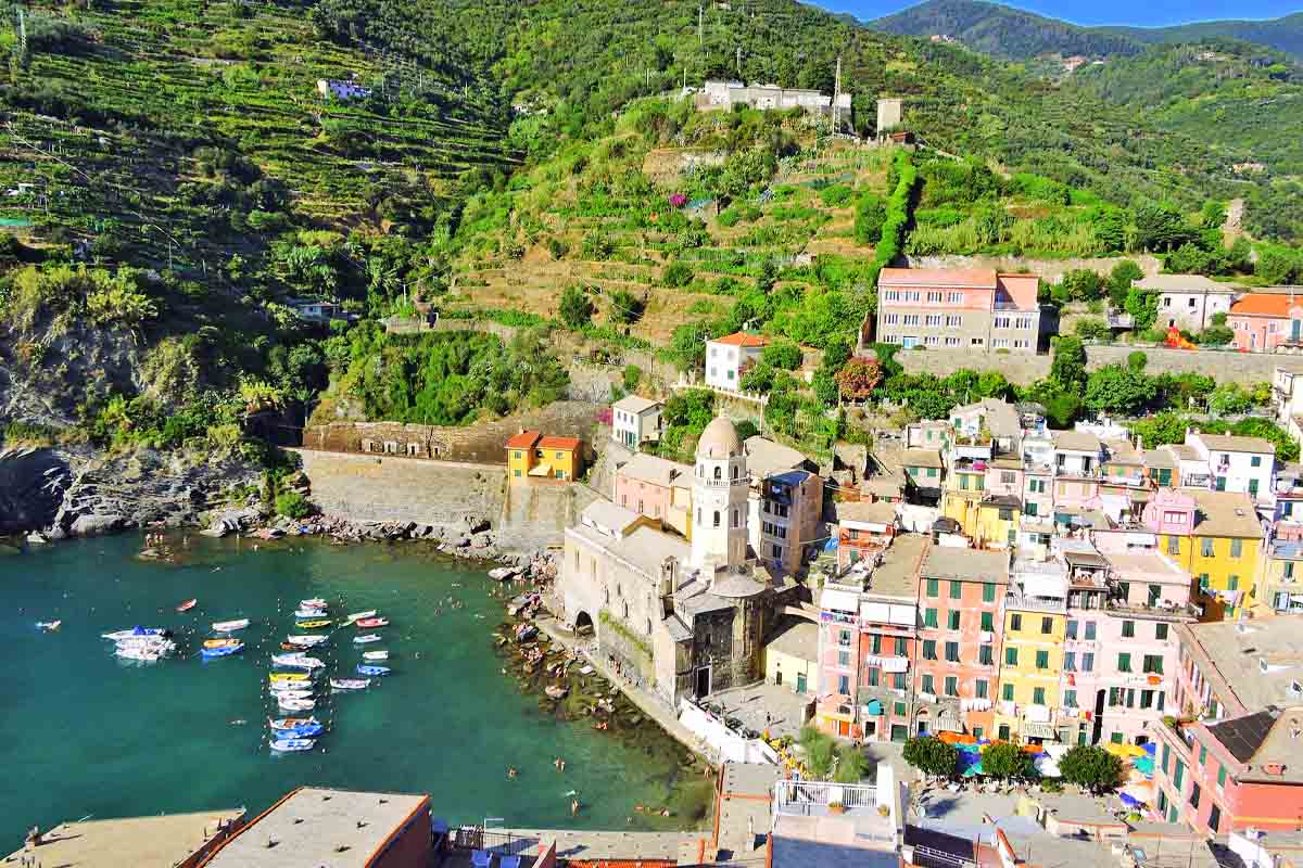 VERNAZZA town center (code 320)