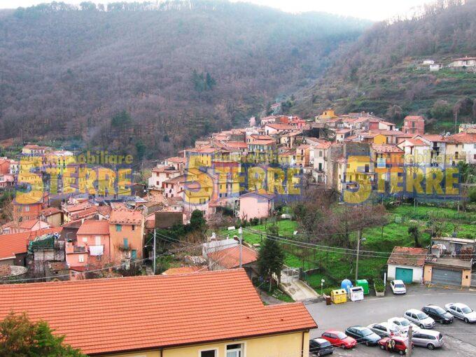 Vicinissimo Riomaggiore, soleggiatissima casa con giardino e terrazze (cod.161)